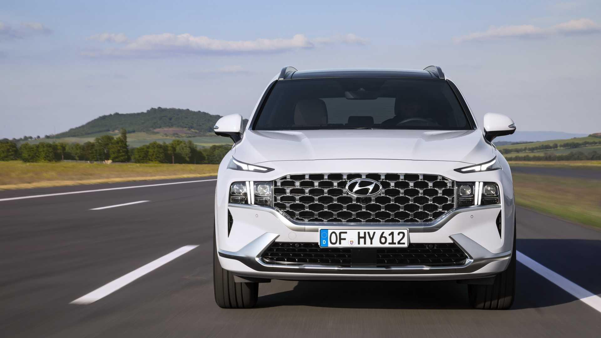 Hyundai Santa Fe на домашнем рынке менее популярен, чем другие кроссоверы марки и родственный Kia Sorento. По слухам, производитель задумался о скором выпуске сменщика.
