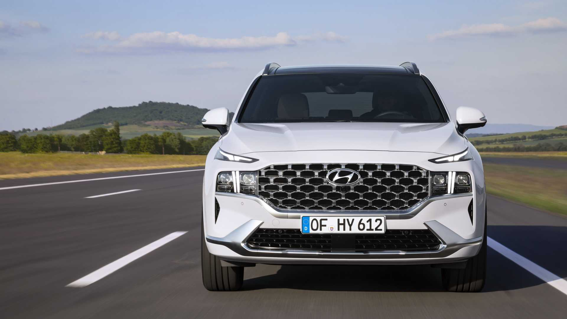 The Hyundai Santa Fe sells worse than other SUVs and its twin model Kia Sorento on the domestic market, so reports are coming in that the company will be updating it ahead of schedule.