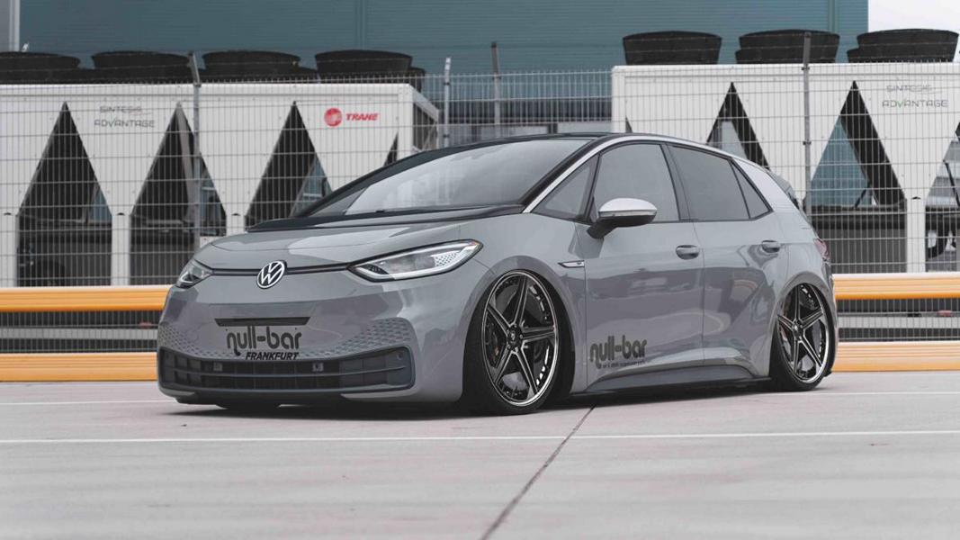 Electric car tuning is only starting to gain momentum, but Streetec – known for its 'null-bar' suspension parts – is not afraid of challenges. A couple months ago, the team unveiled a slammed Volkswagen ID.3 1st Max Edition, and is now following up with details and a video.