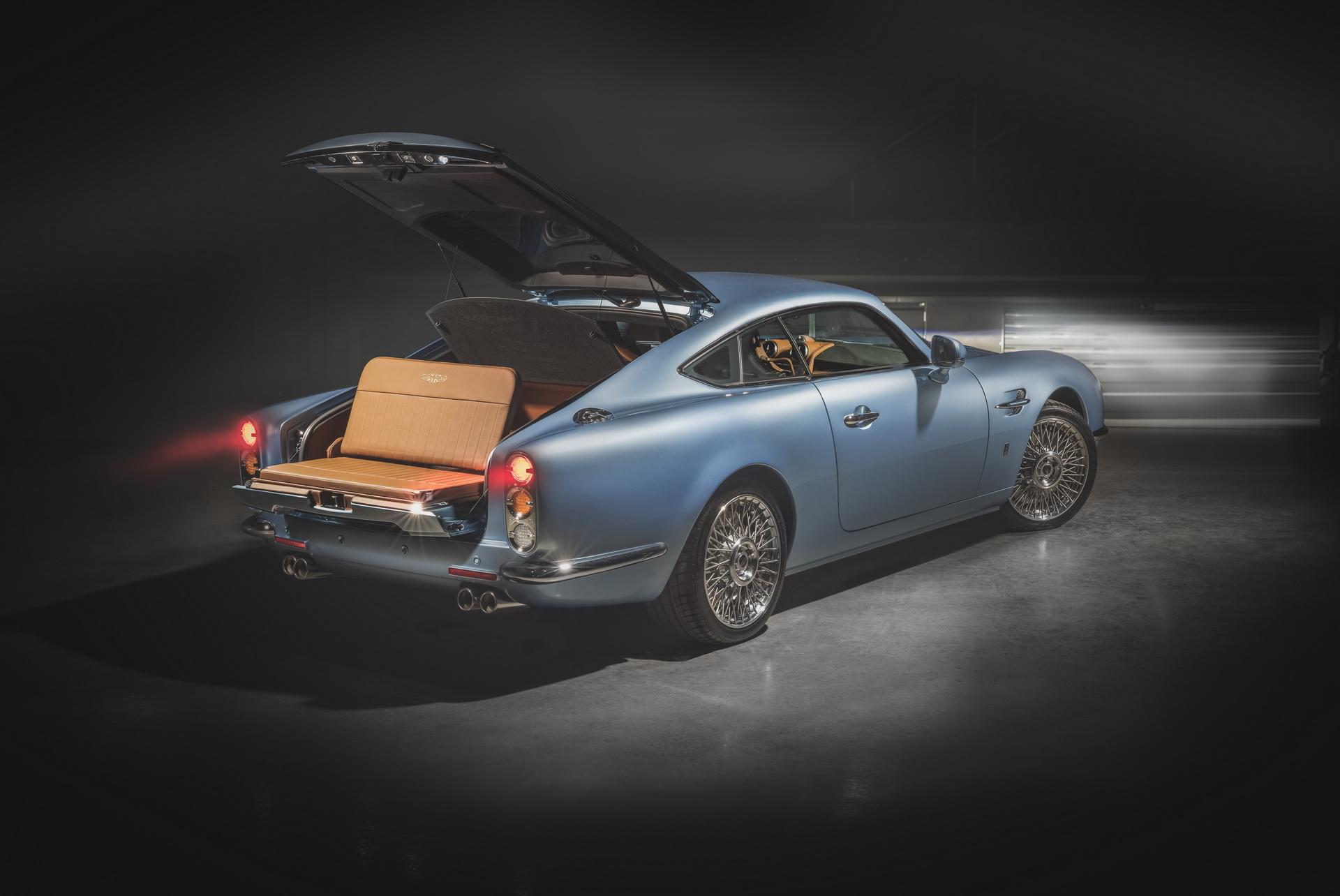 Ателье David Brown Automotive (DBA) завершило постройку очередного ретрокара Speedback GT по заказу клиента из Германии. Давайте посмотрим, что ему досталось.