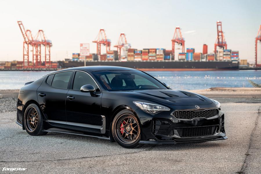 Many of us were looking forward to the Kia Stinger GT 3.3 T-GDI, but the hot fastback somehow fell out of public attention shortly after the reveal. Forgestar is here to remind us of it – and show what can be done to keep it at the center of attention.