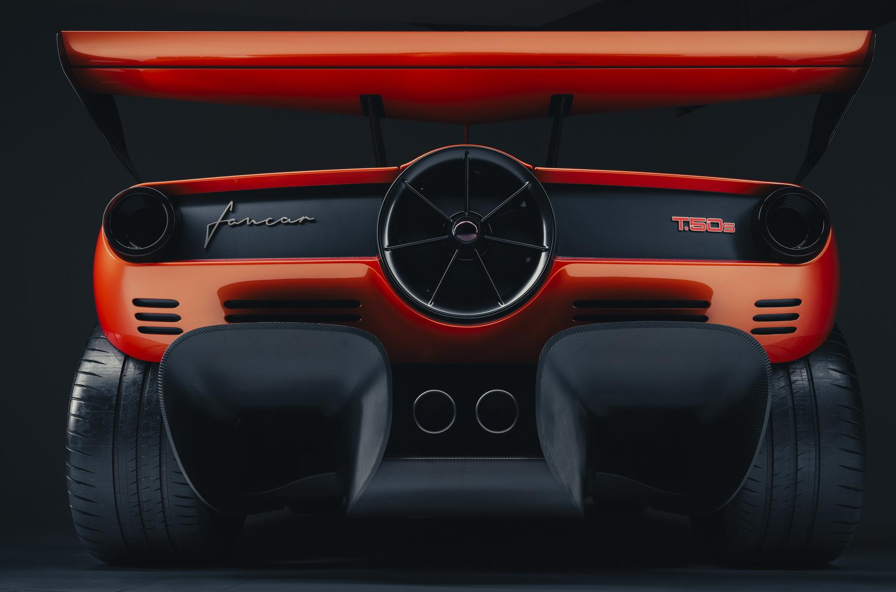 GMA официально представил T.50s с приставкой Niki Lauda – суперкар назван в честь победителя «Формулы» 1978 года на Brabham BT46B Гордона Мюррея. Автомобиль без допуска на дороги общего пользования выйдет тиражом в 25 единиц.