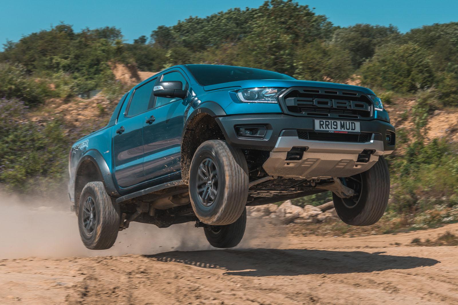 По данным австралийских СМИ, Ford Ranger в новой топовой версии получит подзаряжаемую гибридную систему.