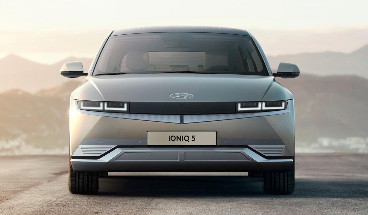 Компания Hyundai представила свой первый электрокар – Ioniq 5 – совсем недавно, но новинка уже вызвала ажиотаж на домашнем рынке.
