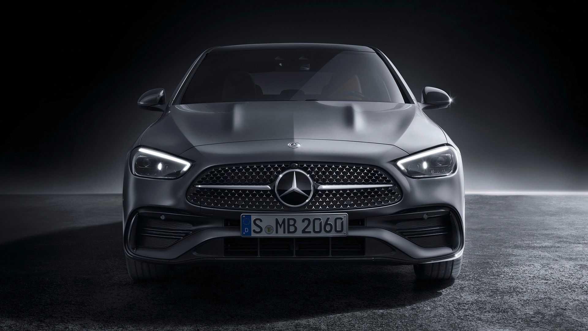 Новый Mercedes-Benz C-Class дебютировал на этой неделе, а буквально сегодня СМИ узнали, что в линейке появится батарейная версия. Правда, случится это через несколько лет.