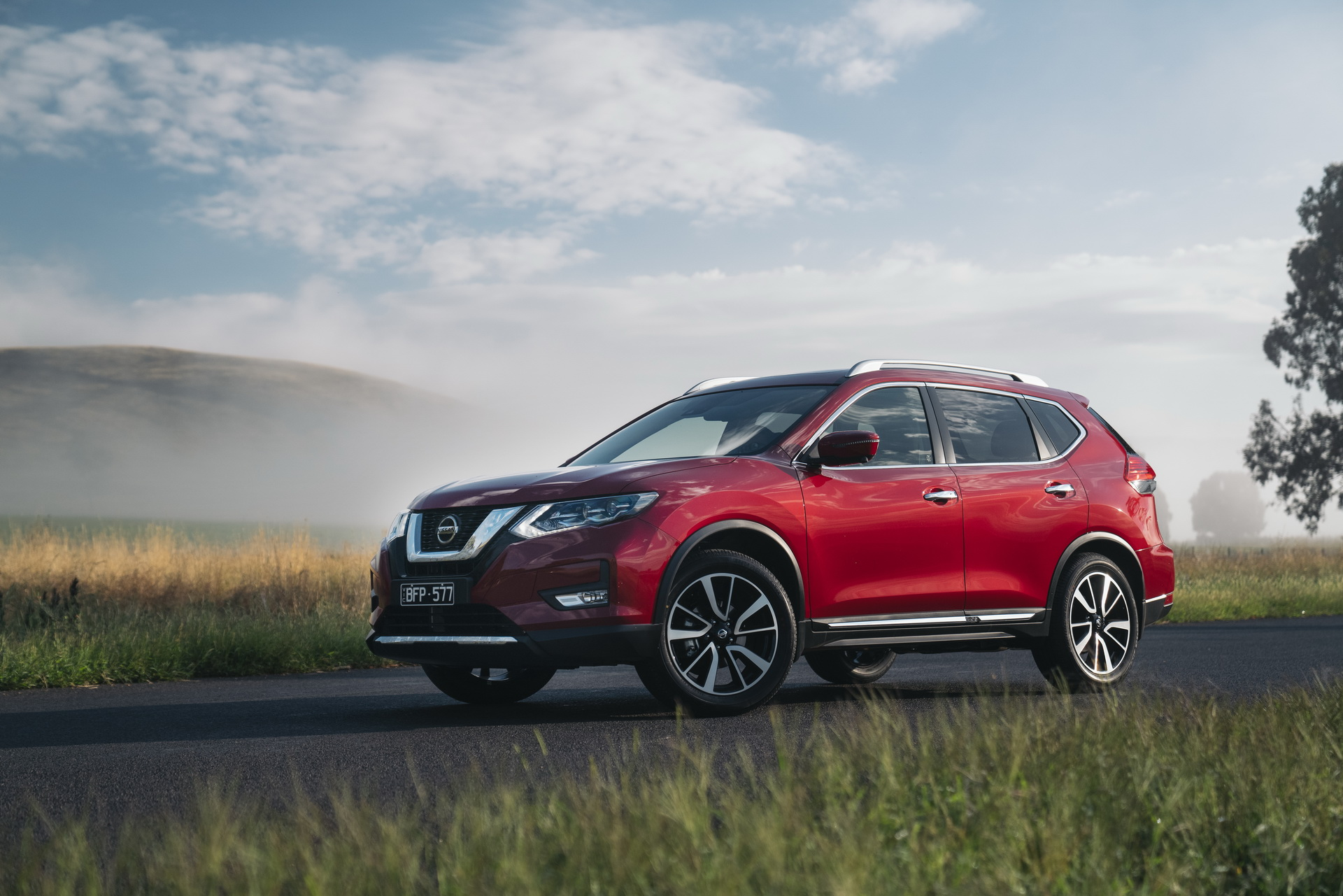 Nissan has an all-new X-Trail SUV to offer on many markets outside of Australia (watch the video for an overview), but the customers Down Under will have to make do with a mildly facelifted old generation.
