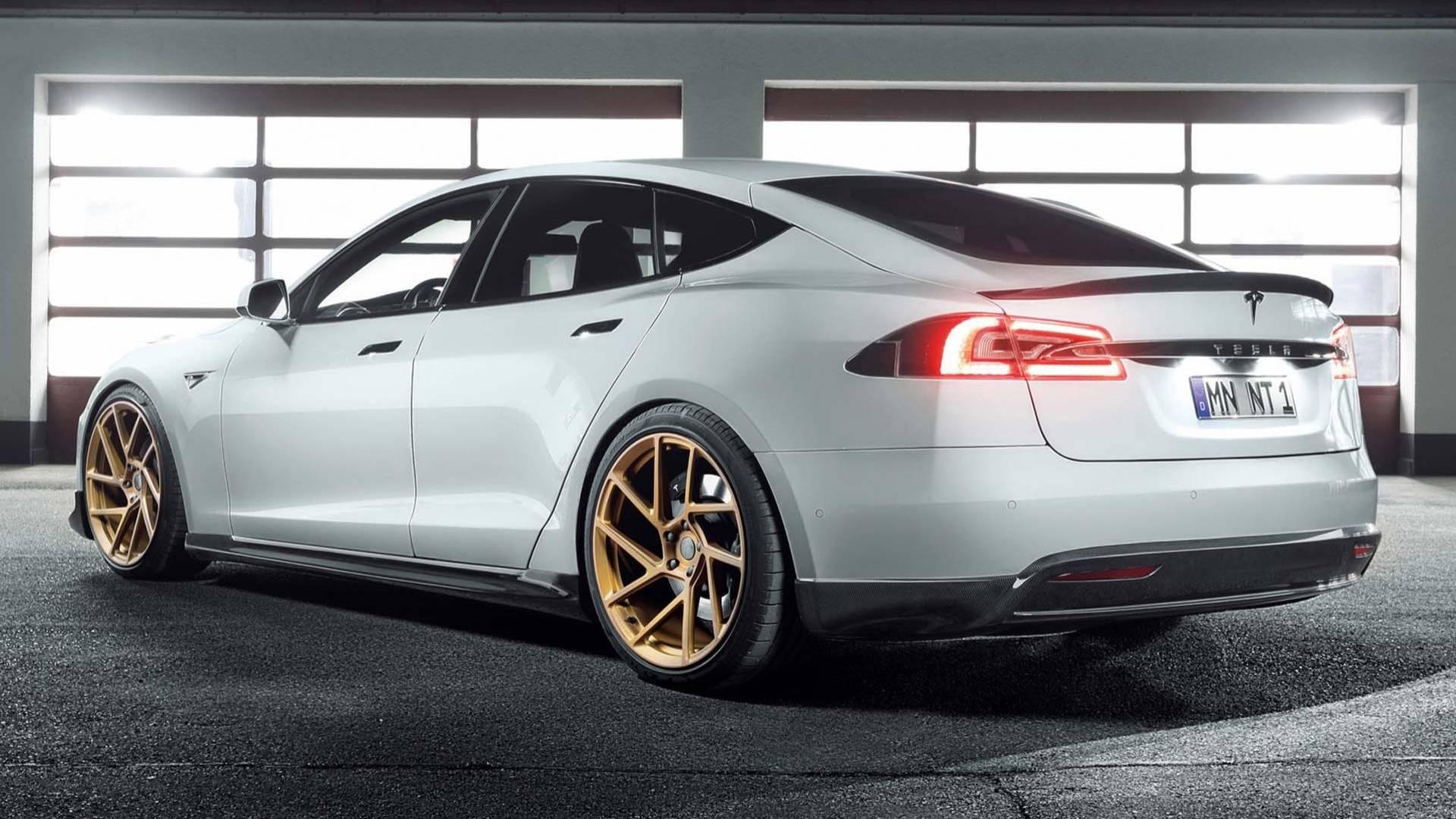 Новинка этого года - Tesla Model S - продолжает не давать покоя тюнинг-ателье со всего мира