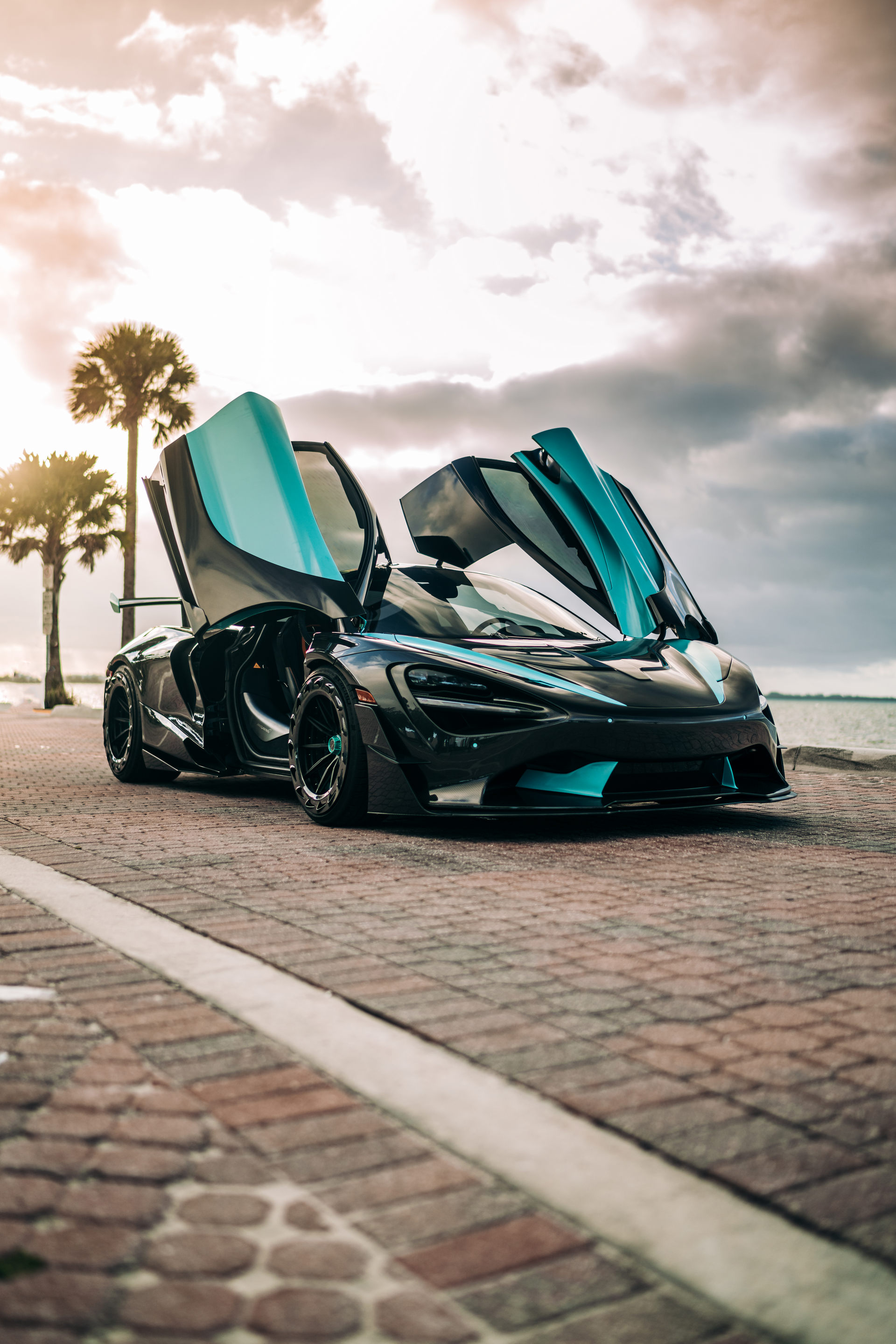 1016 Industries has been looking into mass-producing 3D printed carbon fiber parts for supercars for a long time, and has now proudly introduced its first completed project, a McLaren 720S aero kit named '000' for being a prototype.