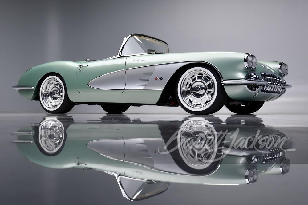 Оказывается, знаменитый актёр и комик Кевин Харт ещё и неравнодушен к классическим автомобилям: накануне он приобрёл на аукционе Barrett-Jackson отреставрированный Chevrolet Corvette C1 за без малого миллион долларов.