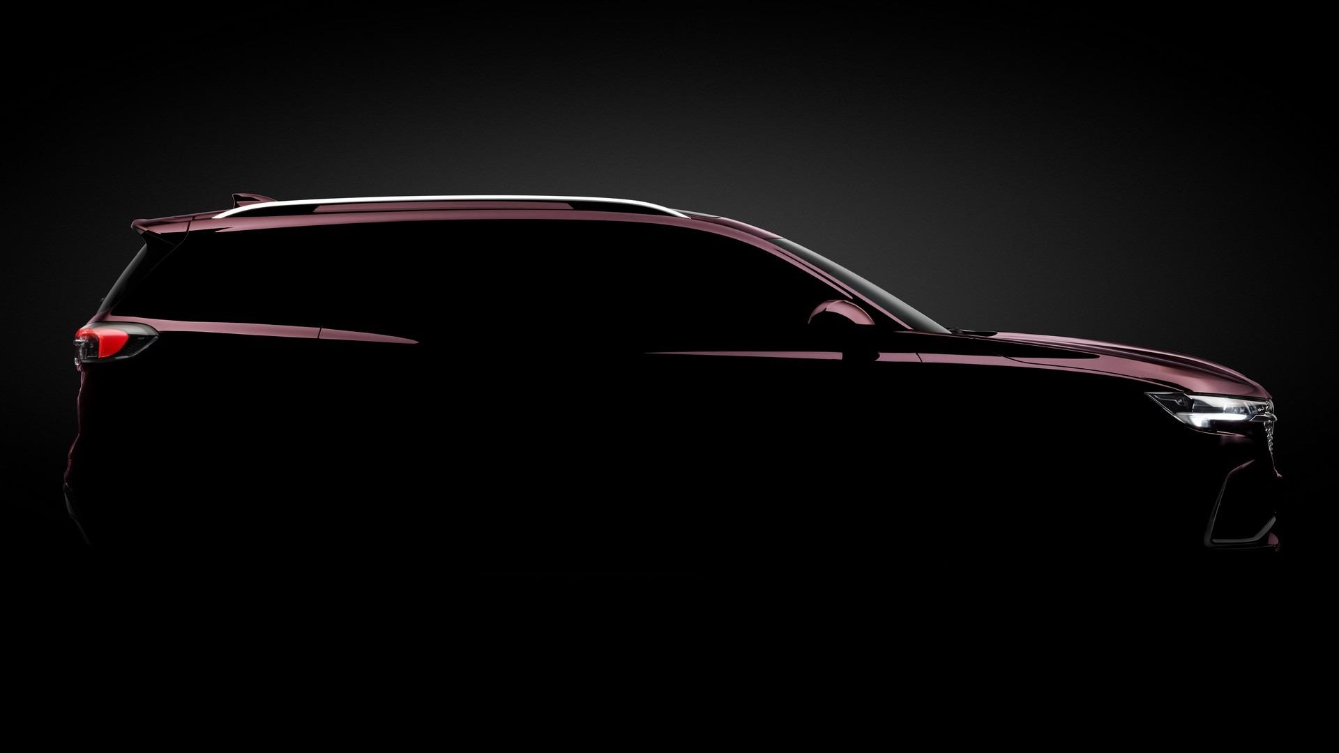 Buick подразнил своих поклонников новой моделью Envision Plus. Трехрядный среднеразмерный внедорожник встанет на ступеньку выше Envision S и просто Envision (на фото и видео), а его дебют пройдет в этом месяце на Шанхайском автосалоне.