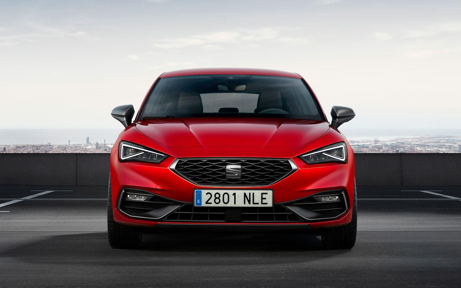 Самая продаваемая модель Seat – Leon – теперь доступна с новыми бензиновыми и дизельными двигателями в Великобритании.