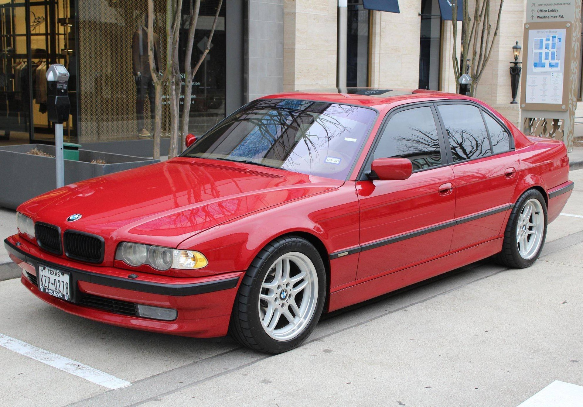 However baffling it is, BMW never gave us a true M7 flagship. Sure, some 7 Series special editions came close, but hardly close enough. This custom-built ride, which is up for sale in the USA, makes you wonder why it never was a production model.