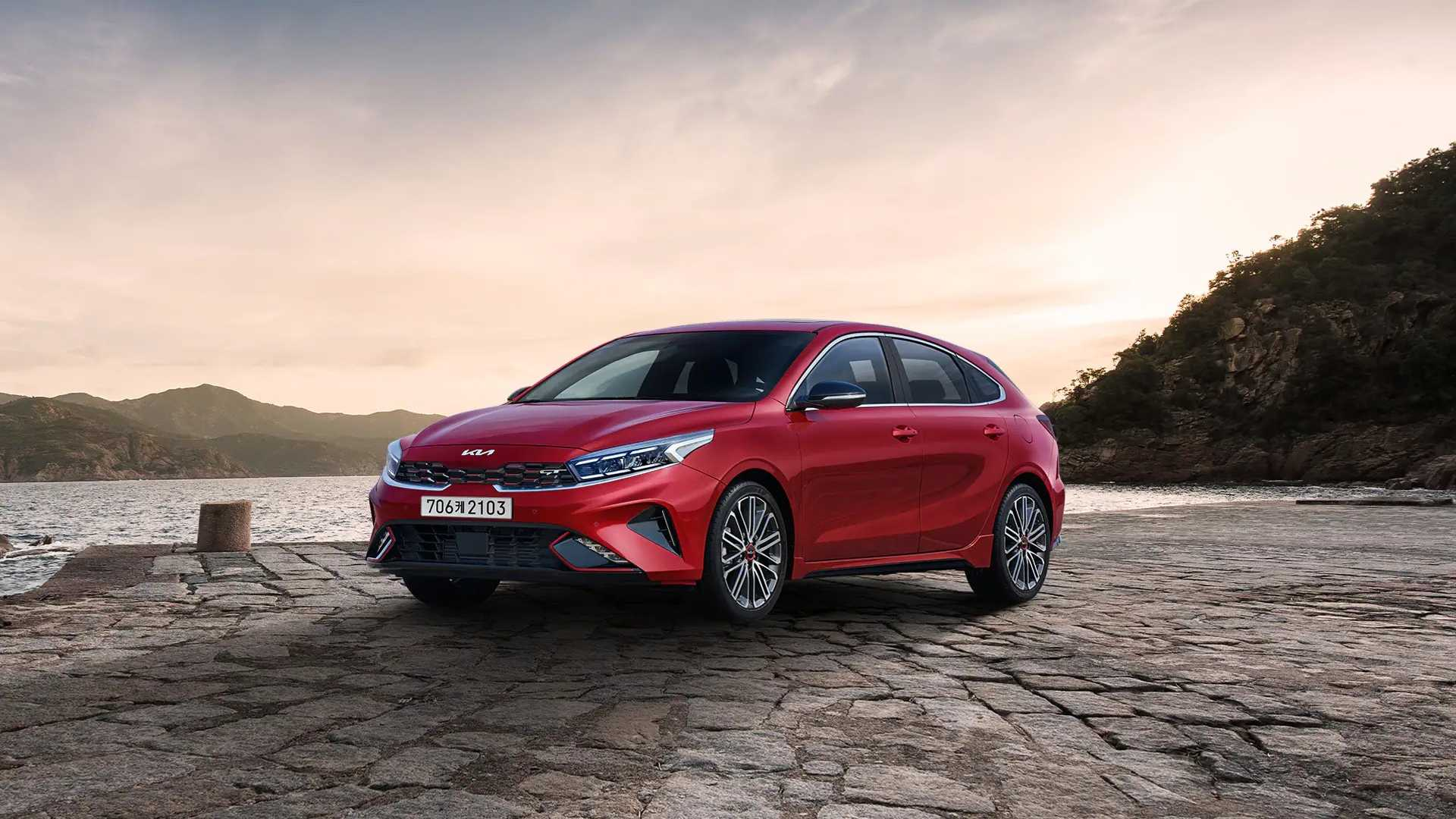 In the world where SUVs and crossovers have won, seeing a good old hatchback strive can be refreshing. After debuting the K3 facelift in South Korea, Kia has now shown us its GT version.