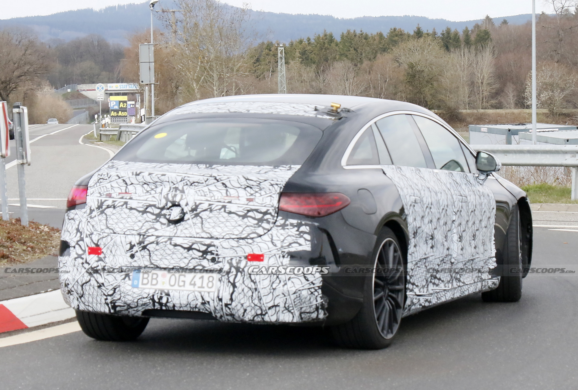 The world of electric cars is growing with each passing day, meaning that soon, everyone should be able to find the performance level they are looking for in an EV. The Mercedes-AMG EQS recently spotted at the Nürburgring clearly targets high-end clientele.