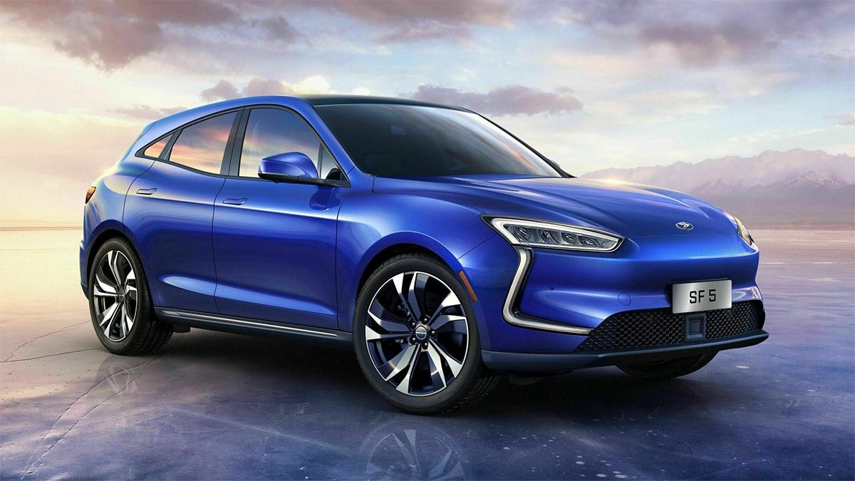 Insiders are claiming that Huawei Technologies has its attentions firmly set on the electric car market: the company apparently wants to acquire a minor EV manufacturer in China to produce its own battery cars.