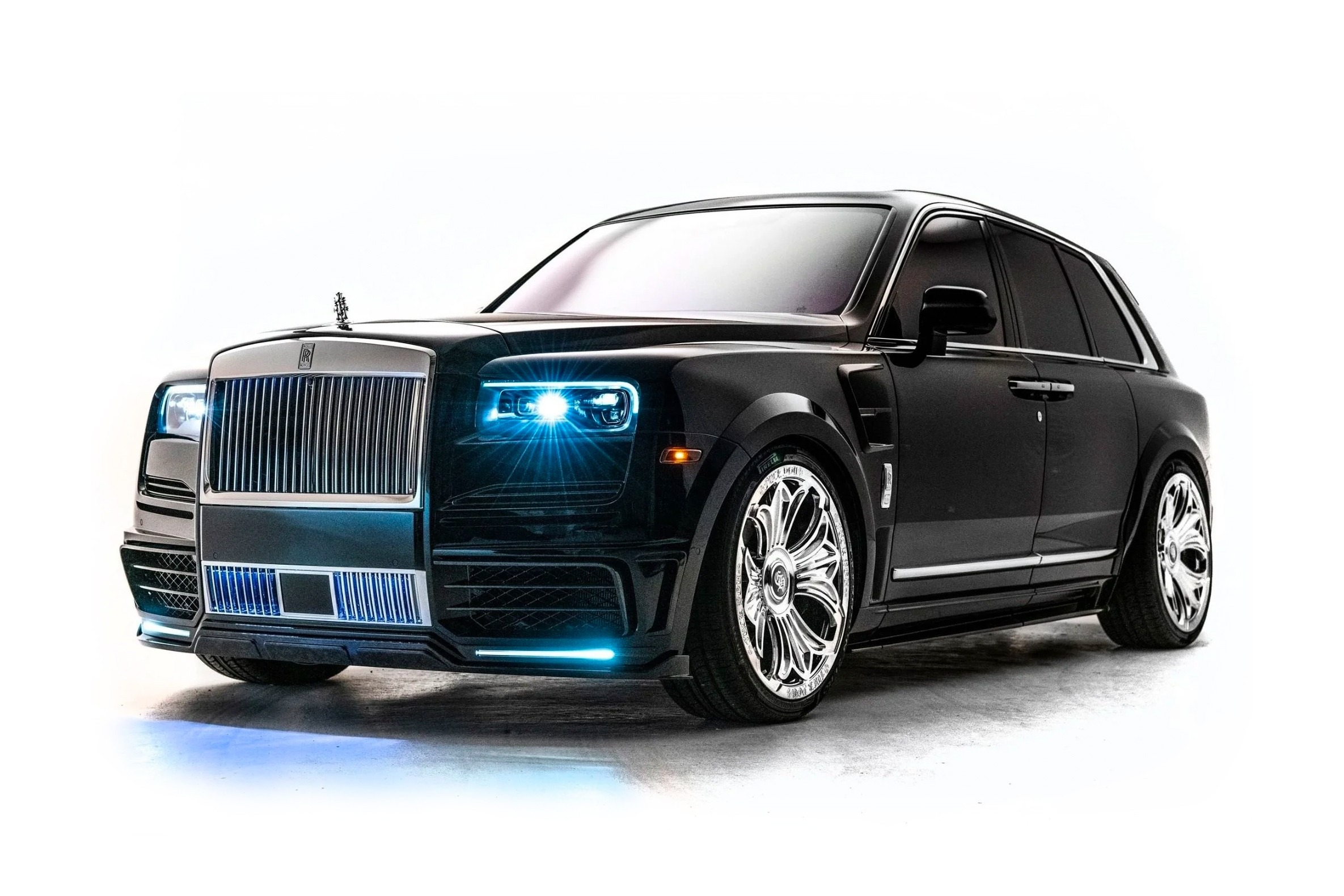 Visitors of the Miami Museum of Contemporary Art will be able to have a good look at this unique Rolls-Royce Cullinan owned by Canadian rapper Drake. The car will stay on display until May 15, 2021.