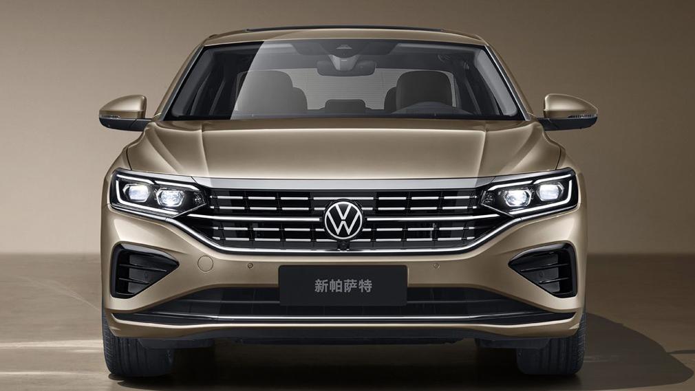 Нынешнему поколению китайского Volkswagen Passat (см. видео) нет ещё и трёх лет, но модель пережила уже второе обновление за этот год: предыдущее прошло всего три месяца назад.