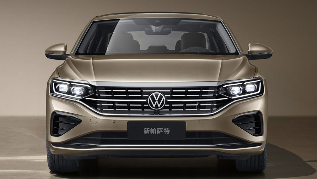 The current generation of the Volkswagen Passat is barely three years old (watch the video for a reminder of what it looks like), but it has already been updated twice this year, first three months ago and now once again.