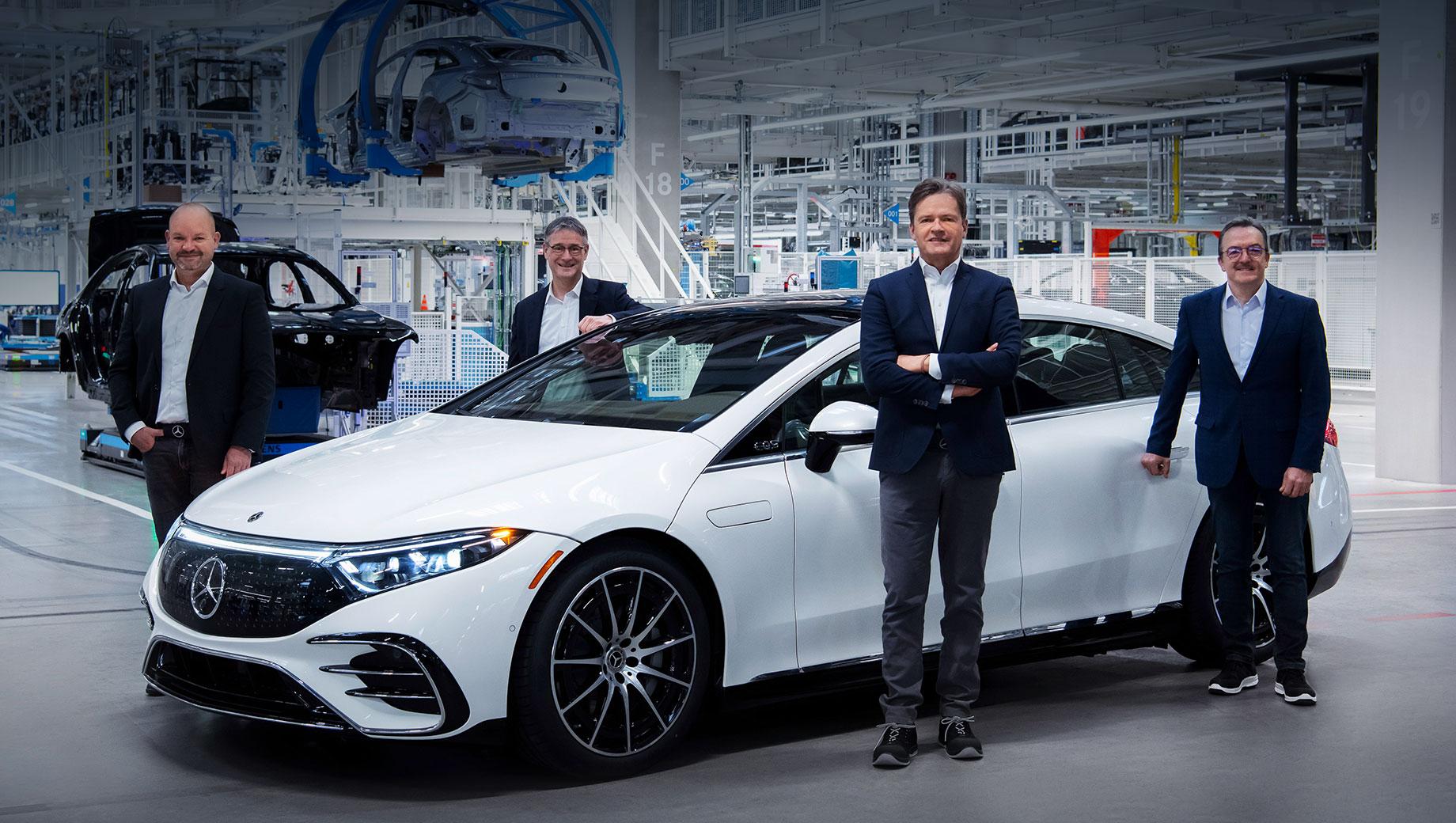 Компания Mercedes-Benz начала собирать электрокар EQS с заводским обозначением V297 на фабрике Factory 56 в городе Зиндельфинген, где также производят новый S-класс (в том числе под суббрендом Maybach).