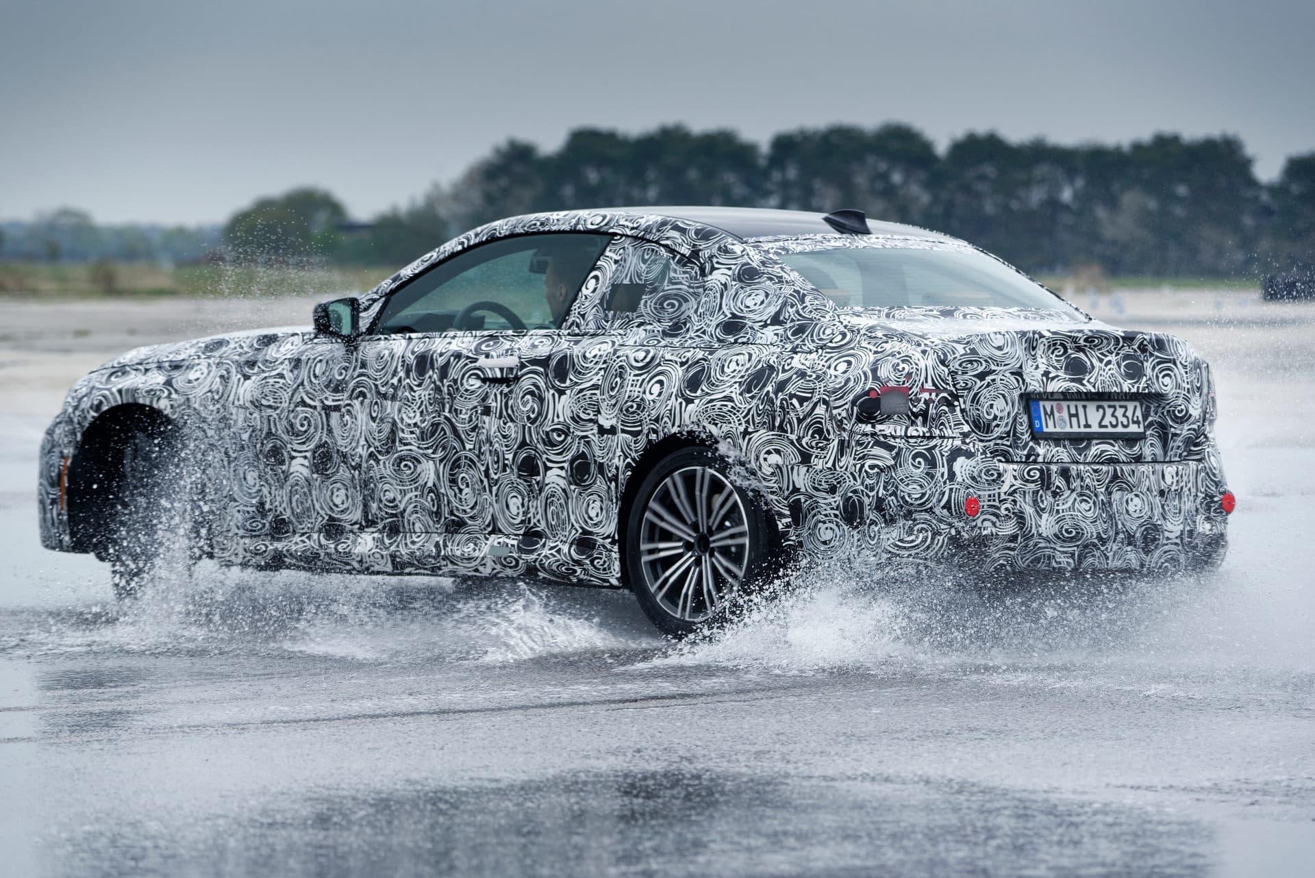 Сборка двухдверного BMW 2 серии стартует в конце лета, и примерно тогда же состоится премьера. Мы уже видели шпионские снимки модели, а новые фотографии опубликовал сам производитель.