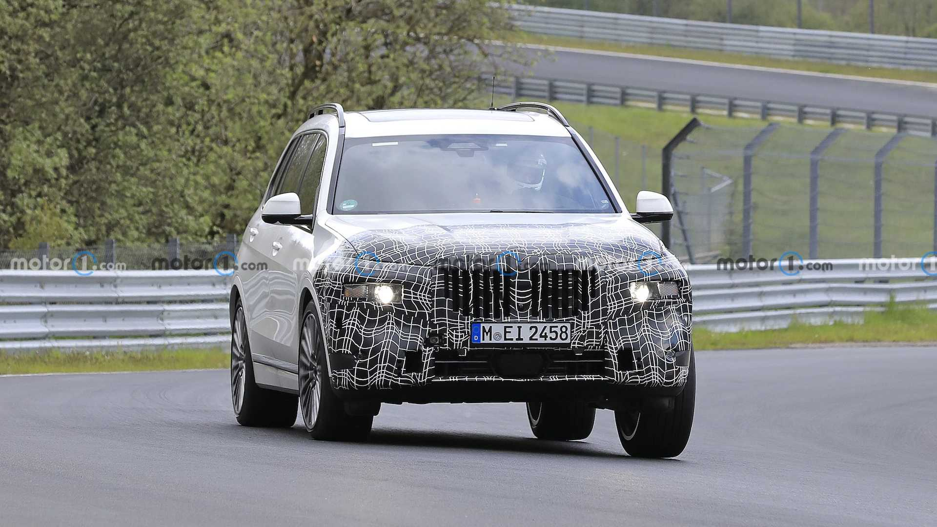 BMW has been making many headlines lately, what with the introduction of the M4 Competition Convertible with M xDrive, the reveal of the all-electric i4 and the launch of the M4 GT3 racer. To top things off, an updated X7 hit the North Loop for some tests his weekend.