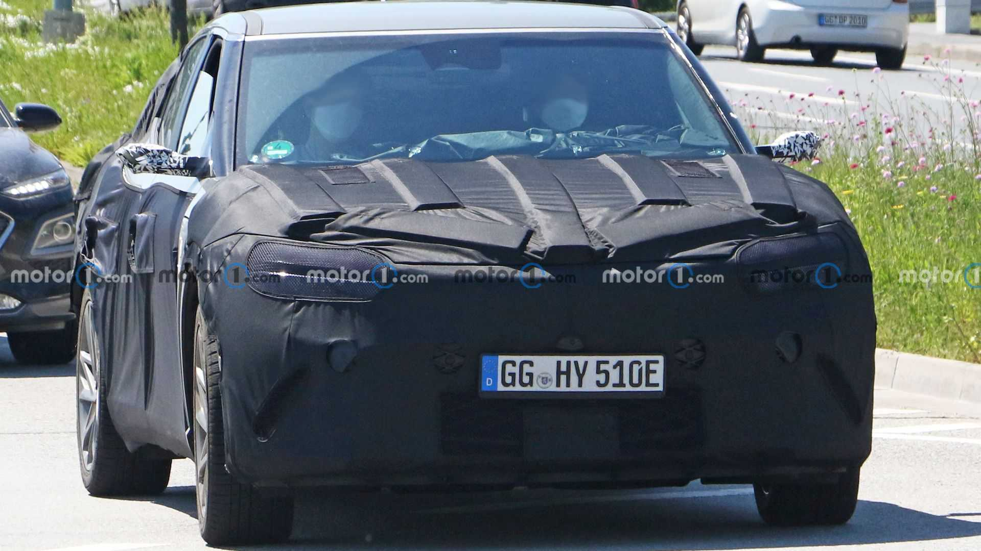 A pre-production sample of the Genesis GV60 battery crossover has been sighted in Germany recently. The car is slated to become the marque's third SUV after the GV70 and GV80 and arrive as an all-electric model based on the E-GMP underpinnings of the Kia EV6/Hyundai Ioniq 5.