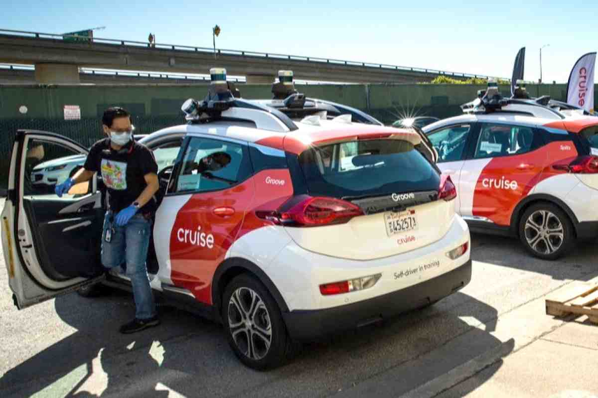 Californian authorities have issued a permit for Cruise, a budding autonomous taxi company co-founded by General Motors and Honda, to test its driverless passenger shuttles in San Francisco.
