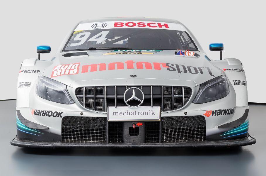 На портале Mechatronic некто продает трековый Mercedes-AMG C 63, построенный в 2014 году. Спортивный болид имеет богатое прошлое: он принимал участие во многих престижных соревнованиях и даже побеждал на Нюрбургринге. Его цена составляет €1 300 000.