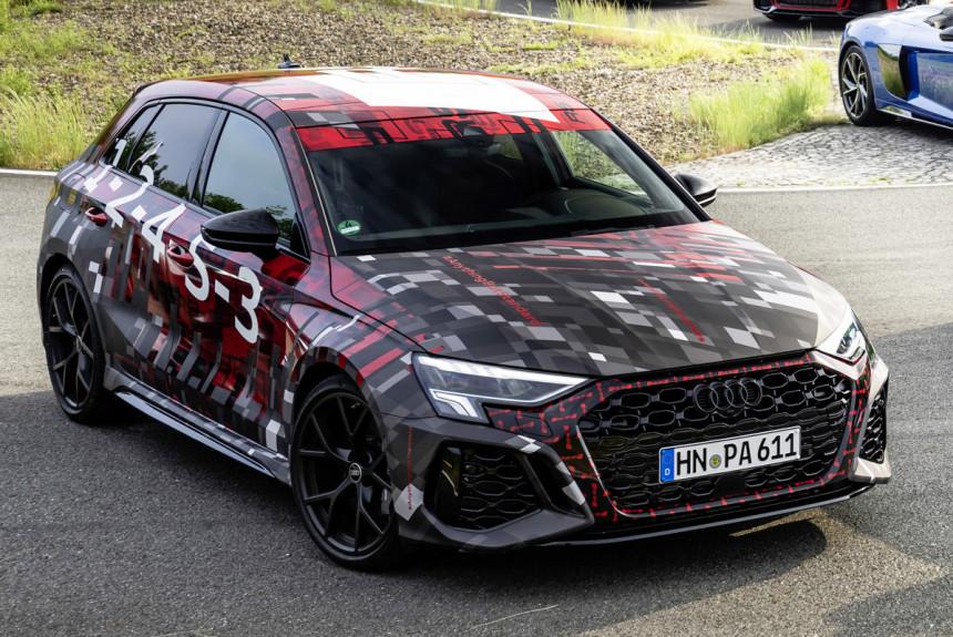 Audi RS 3 уже попадался шпионам (см. видео), а теперь сам производитель поделился изображениями новинки: она показана в компании других «горячих» моделей отделения Audi Sport.