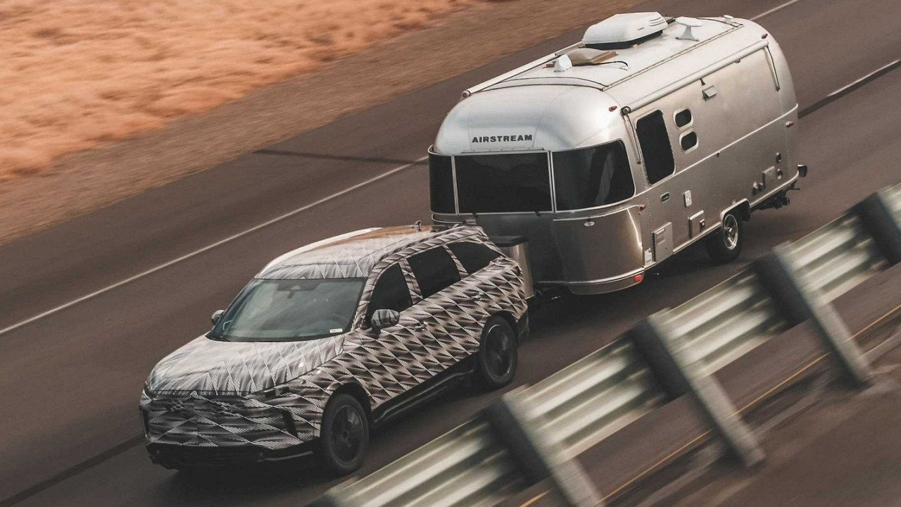 """Film editor Zak Snyder has shot a short movie named """"Infiniti Presents: Conquer Life in Style with All-New QX60"""", which will hit the screens simultaneously with the reveal of the second-gen SUV on June 23."""