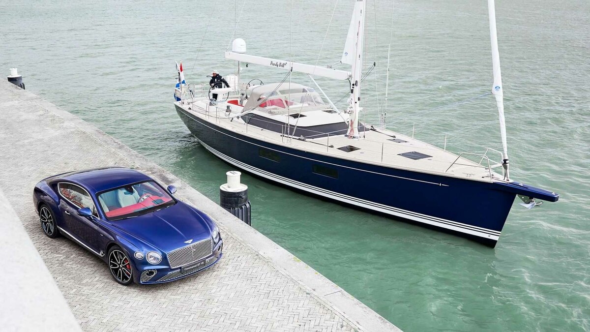 Отделение Bentley Design Services и компания Contest Yachts (Нидерланды) схожим образом оформили яхту Contest 59 CS и купе Bentley Continental GT V8 для неизвестного заказчика.