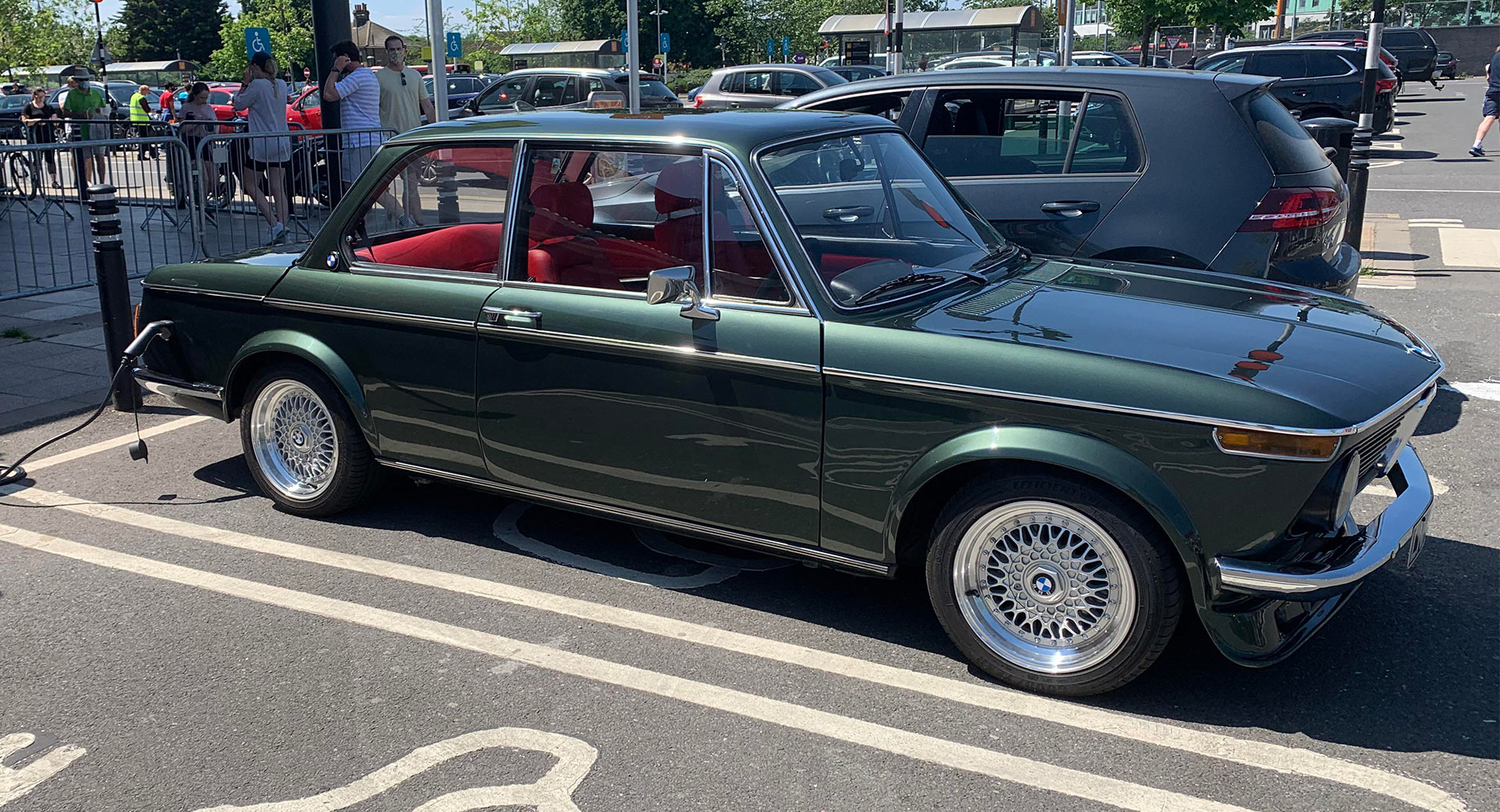 A BMW 1602 coupe has recently been spotted parked at a charging station in London. As it later turned out, tuner Electric Classic Cars carried out the electrification.