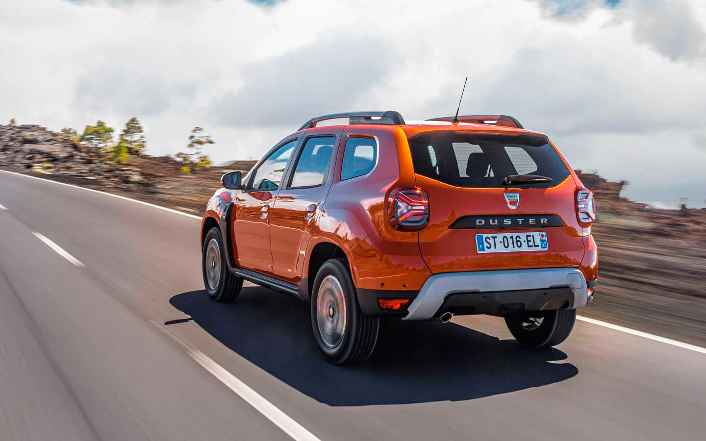 Dacia has officially introduced the 2022 Duster model sold in some countries under the Renault brand. Aside from Sandero-like styling, it boasts a revised range of features.