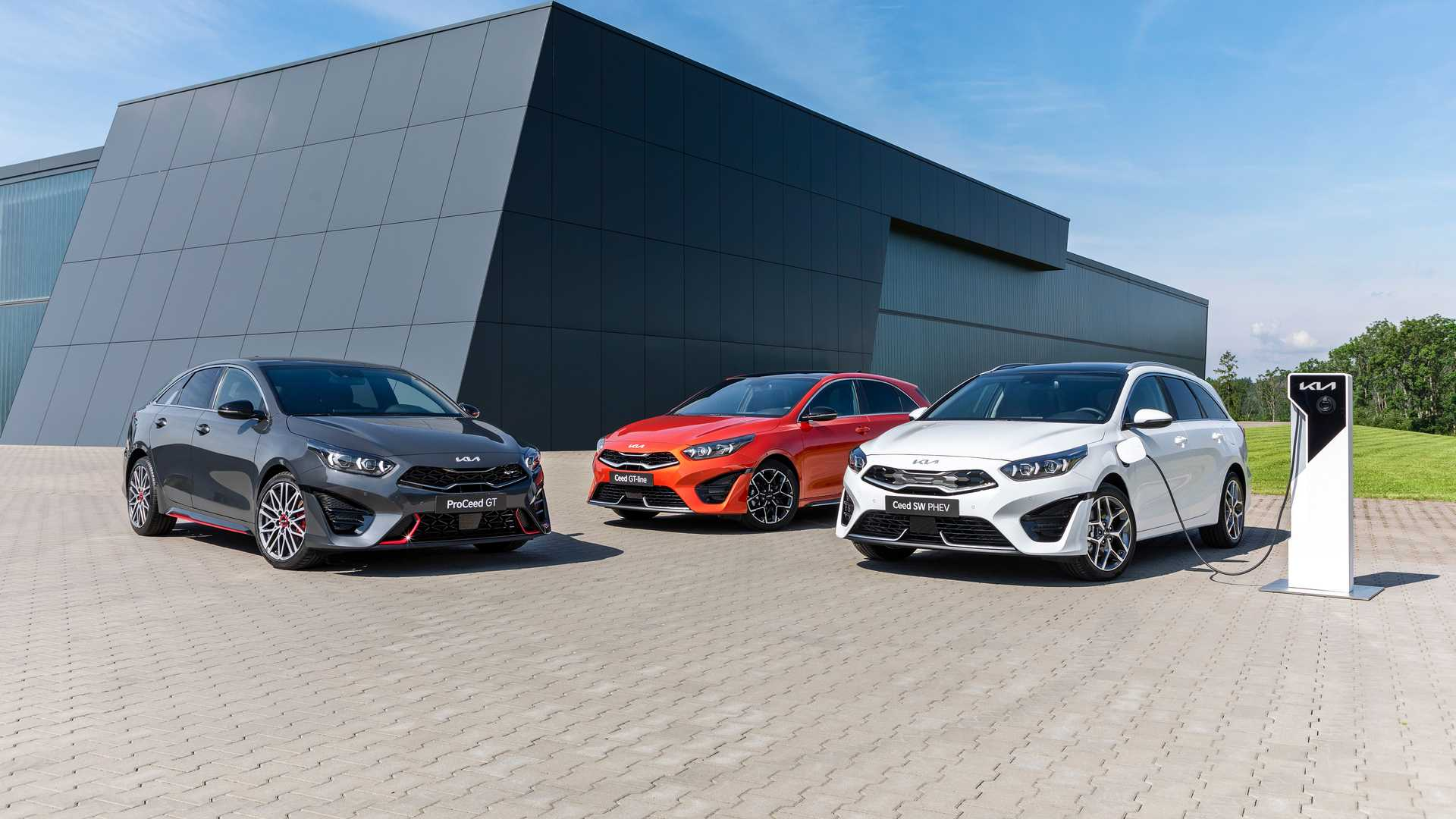 South Korean automaker Kia has rolled out the restyled third-gen Ceed range, landing it with mostly cosmetic upgrades and some useful new driving aids.