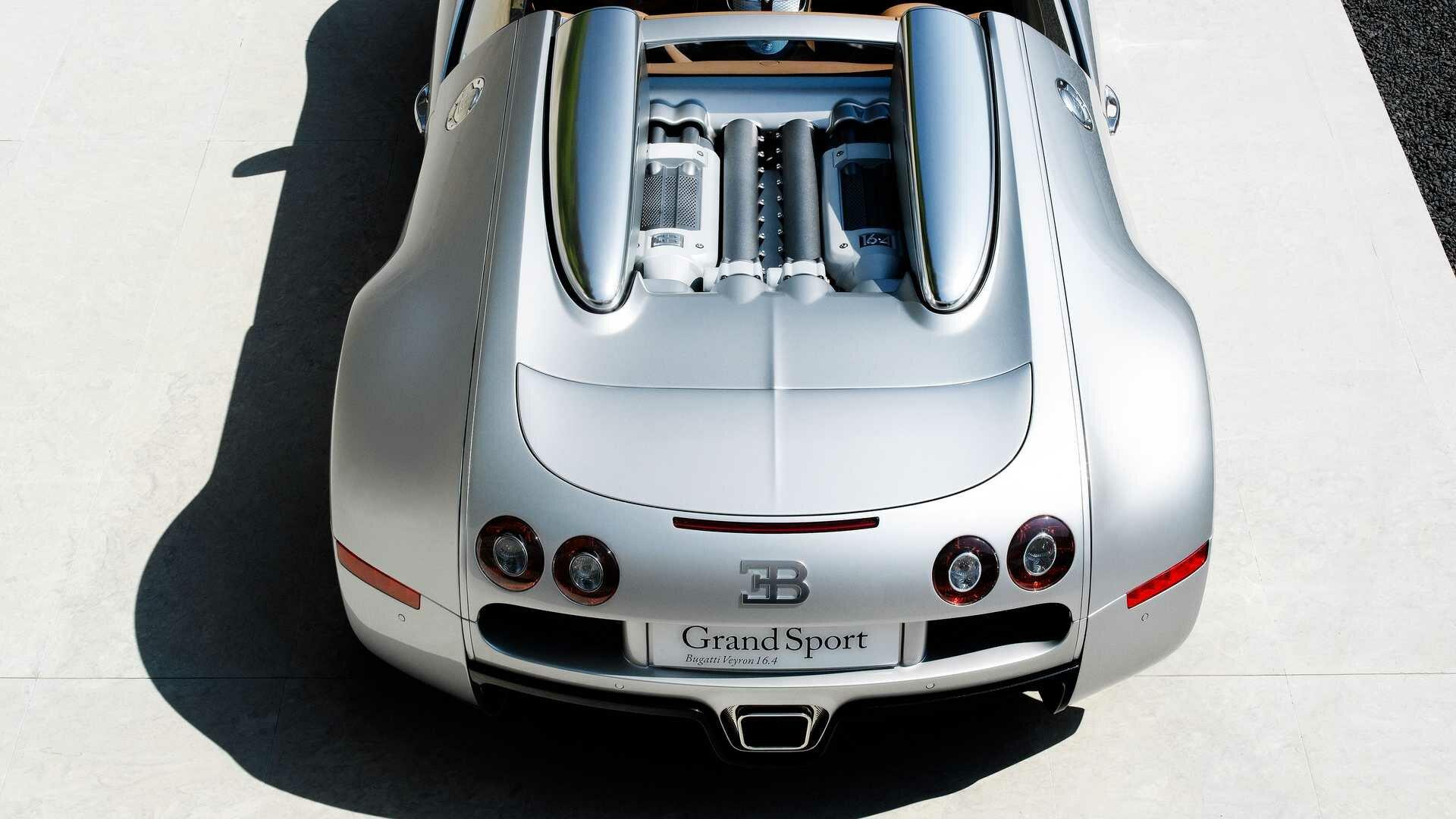 Фирма Bugatti запустила программу заводского восстановления автомобилей La Maison Pur Sang и продемонстрировала первый результат – прототип Veyron Grand Sport, построенный 13 лет назад: реставрация предсерийного авто заняла четыре месяца.