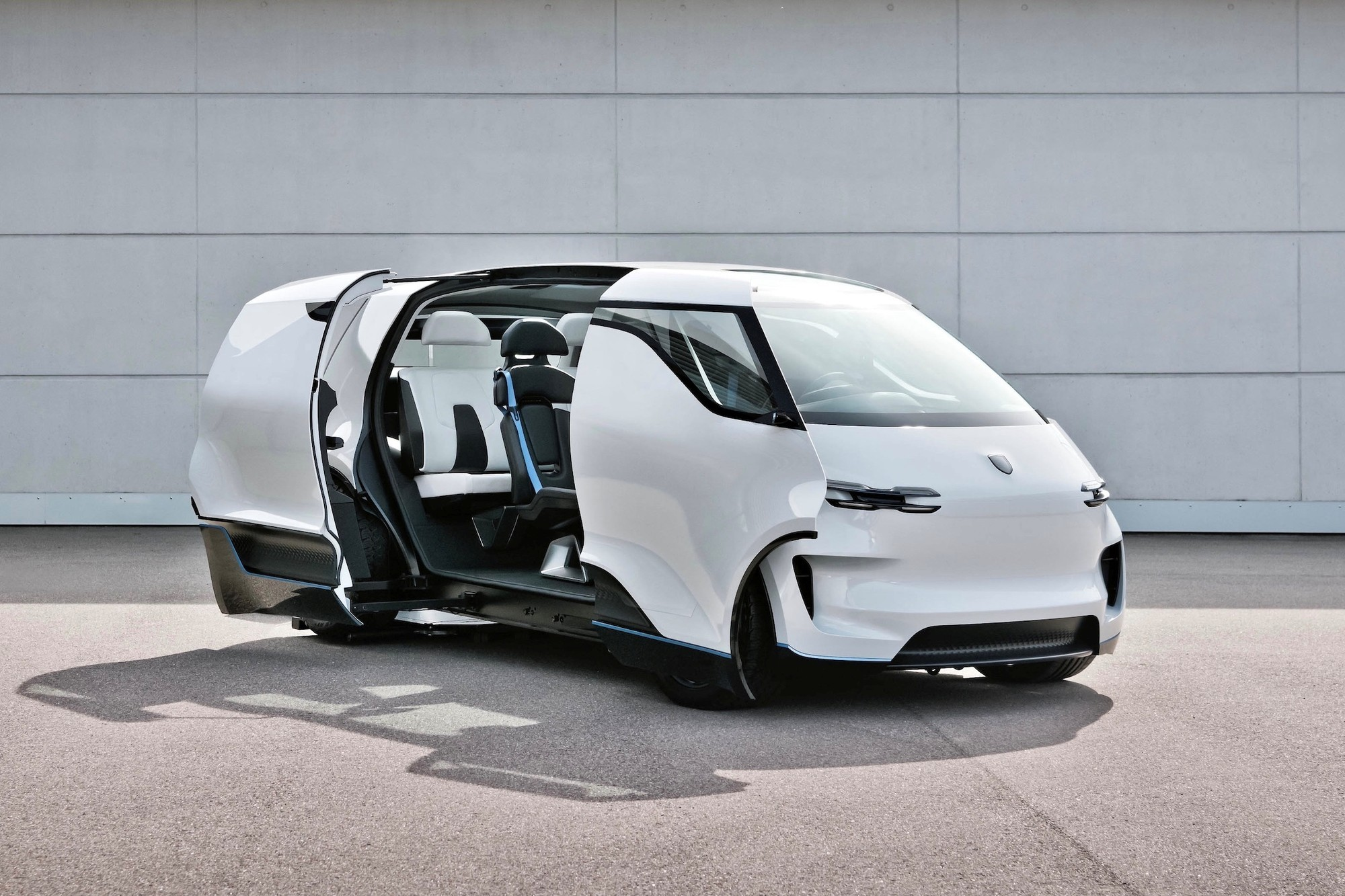 Back in 2020, Porsche unexpectedly unveiled a conceptual all-electric minivan named the Vision Renndienst. The company has now released some interior photos as well.