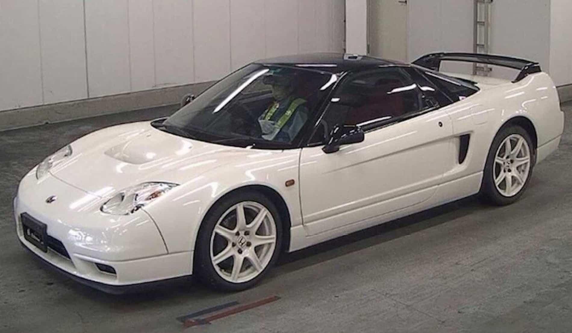 Культовые японские машины дорожают всё сильнее. В конце этой недели в Великобритании на торги выставят уникальный спорткар Honda NSX-R: начальная стоимость – 408 тысяч долларов.
