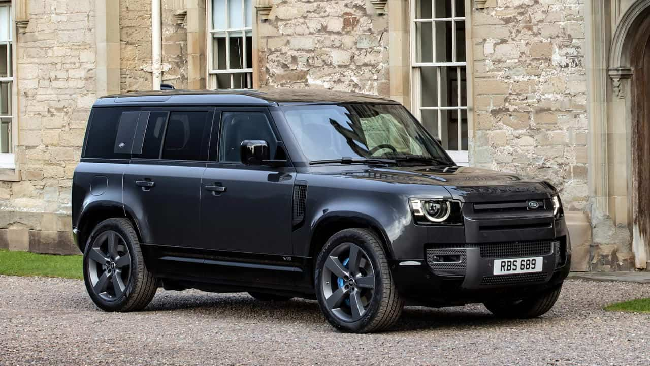 John Edwards, Managing Director of Land Rover Special Vehicle Operations, mentioned five years ago that an SVR variant of the Land Rover could arrive to the market ahead of the second generation – and it looks like it is coming next spring.