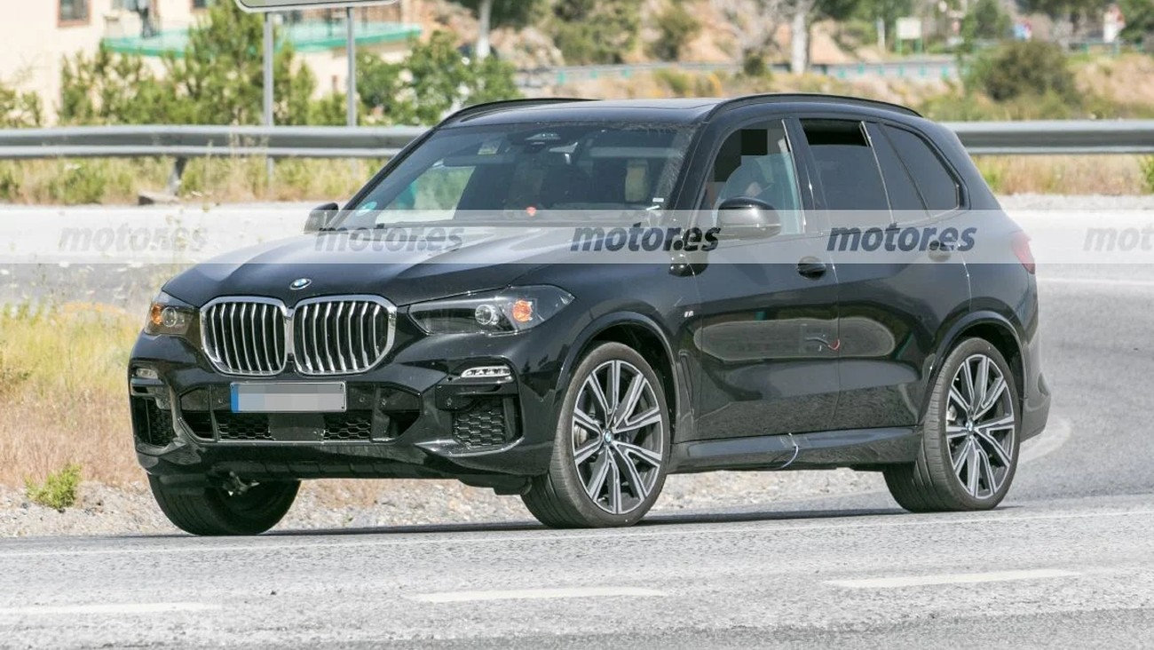 A prototype of the 2023 BMW X5 has been photographed on a road in Southern Europe, looking like it could be getting a major interior redesign.