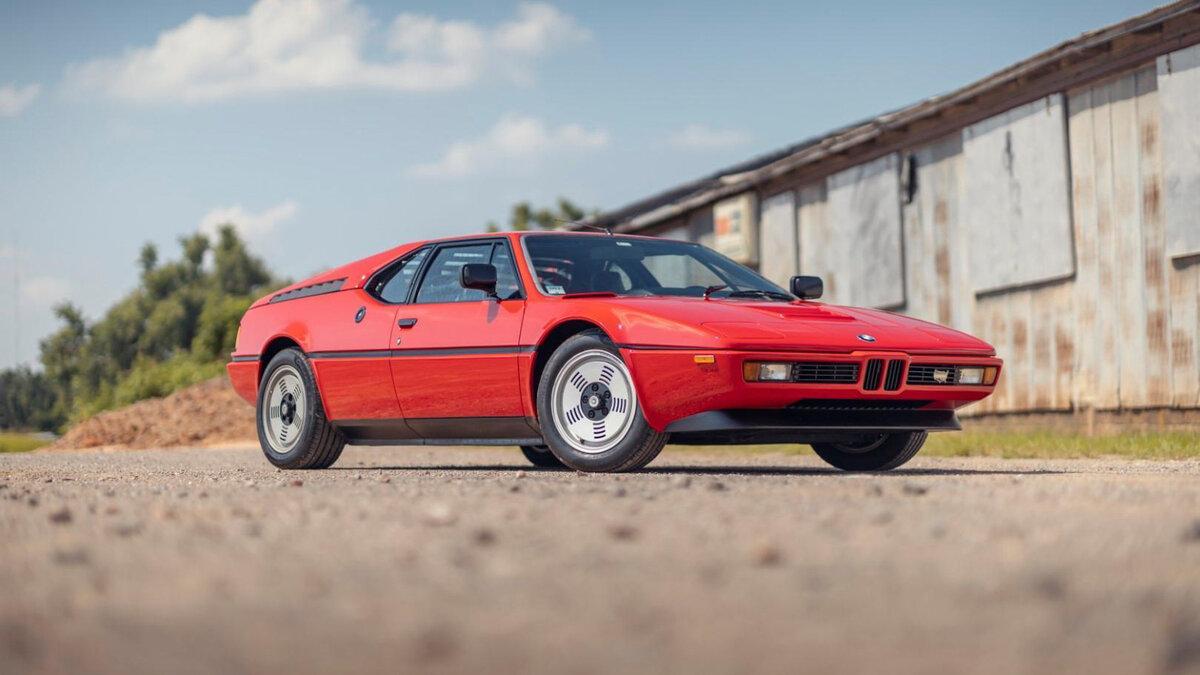 На онлайн-торги выставлен суперкар BMW M1 с пробегом 43 000 км. Аукцион завершится лишь через несколько дней, но ставка уже достигла $444 444.