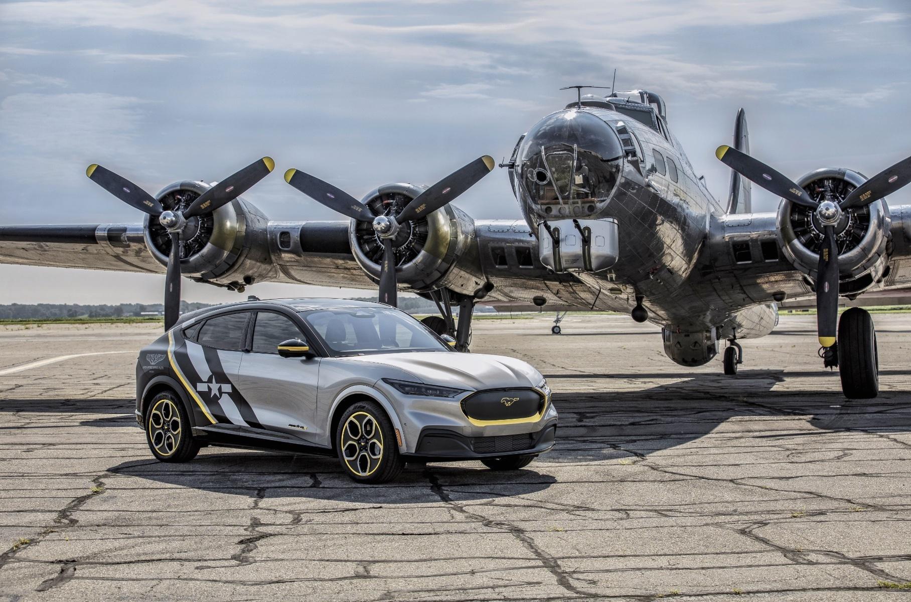 Фирма Ford посвятила спецверсию электрокроссовера Mustang Mach-E (см. видео) участницам WASP, или Women Airforce Service Pilots – Женской службы пилотов ВВС США.