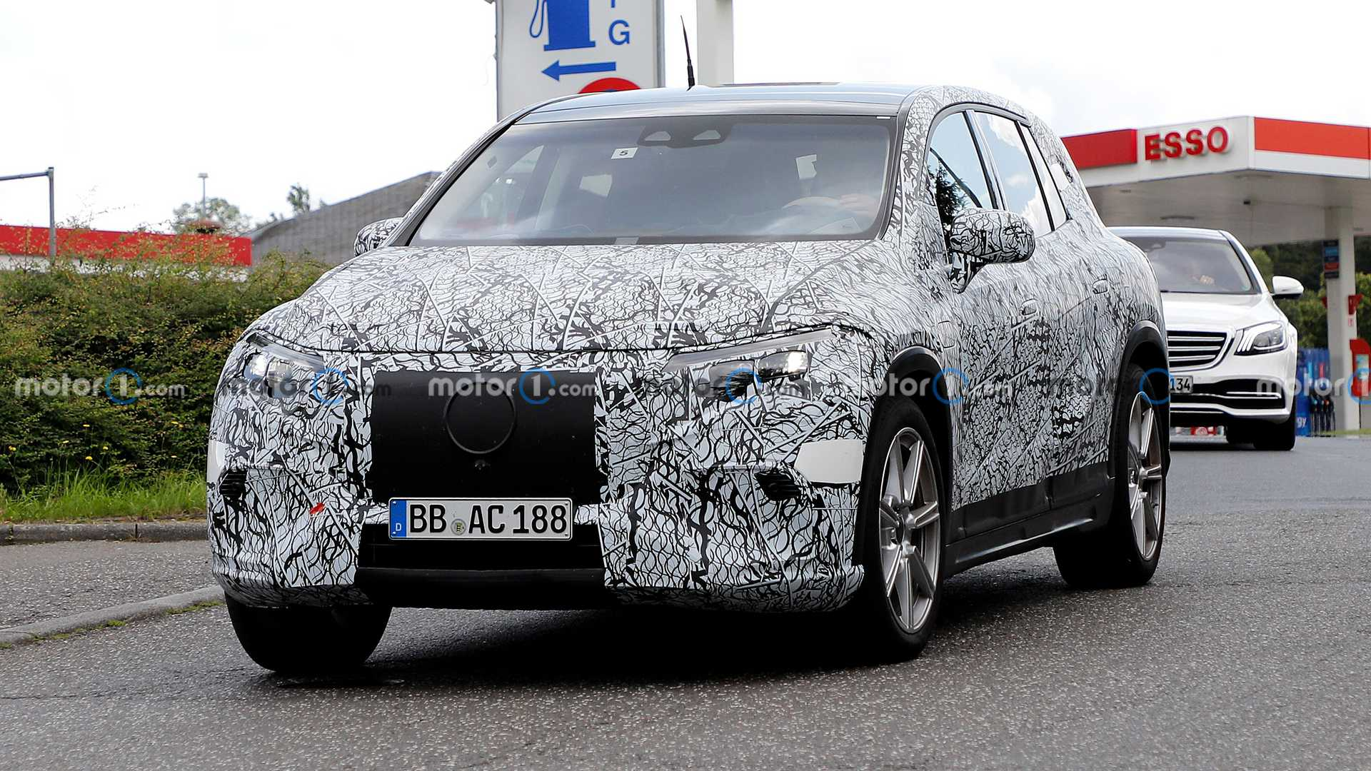 Mercedes' latest full-size, all-electric SUV – the EQS – has been spied and photographed multiple times already, but the latest bunch of photos reveals more than any of the previous ones did.