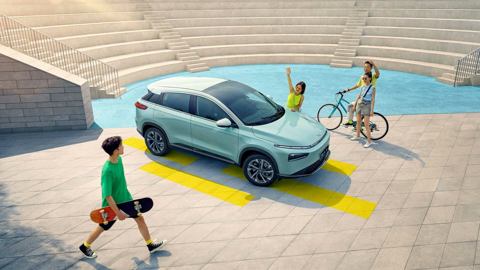 Молодая компания XPeng из Китая показала модернизированный паркетник G3: теперь это G3i. Главная фишка – новейшая система автономного движения.