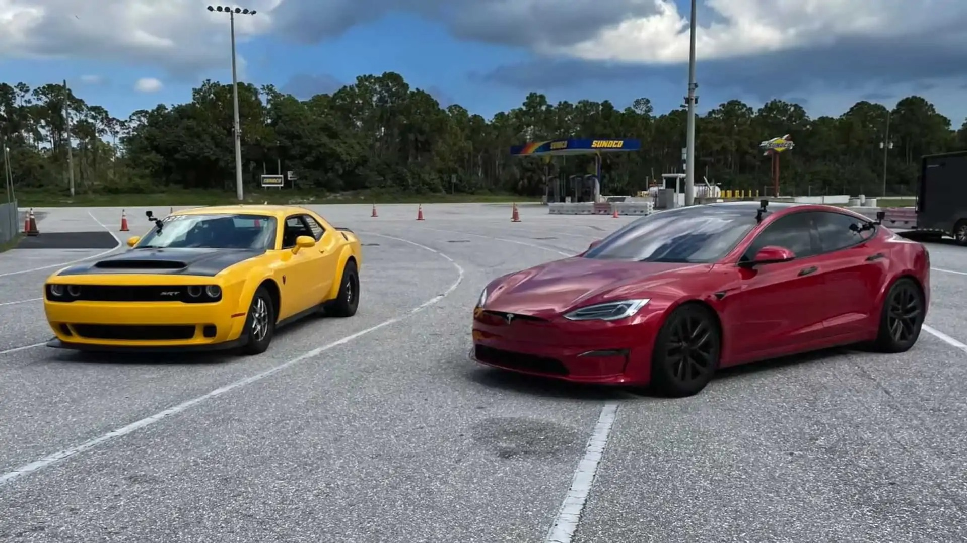 When Dodge fans learned about the company's intention to introduce an electric muscle car, many criticized the idea for trying to achieve mutually exclusive things in one vehicle. As this video by DragTimes clearly shows, however, the Demon is just no longer a match to EVs.