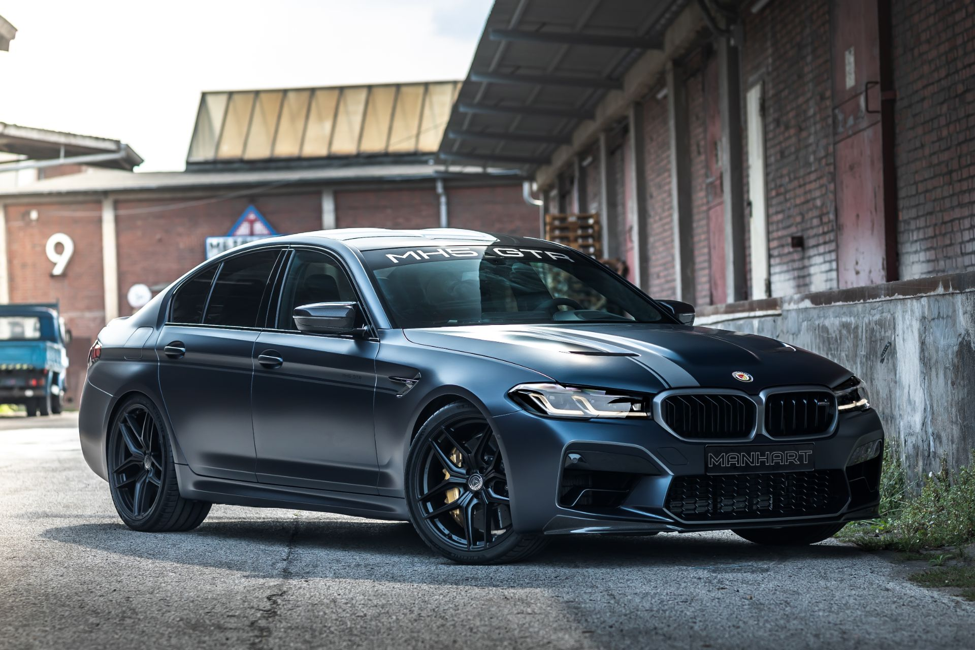 Some weeks ago, Manhart showed us a tuning kit named MH5 800 for the regular BMW M5, and here comes a unique upgrade of the CS version.