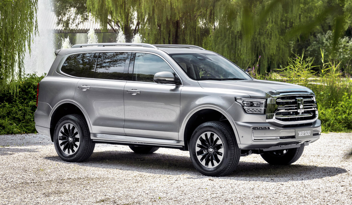Shortly after teasing us with photos of the upcoming Tank 600 SUV, Great Wall has unveiled it at the Chengdu Auto Show – albeit under a slightly different name, Tank 500.