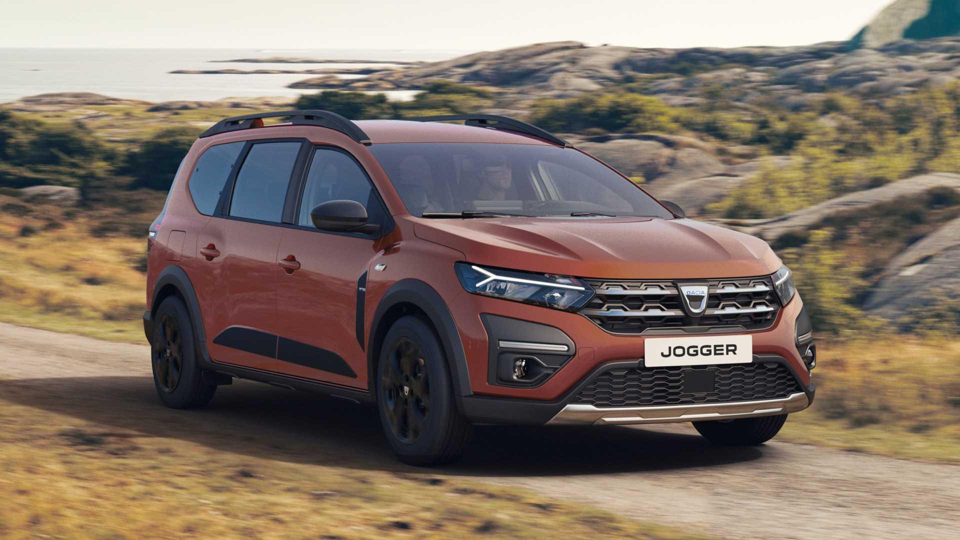 Dacia представила свой новый автомобиль – Jogger («Бегун») с пяти- и семиместным салоном. Заказы на него будут принимать уже в ноябре текущего года, а первые экземпляры соберут в феврале 2022-го. Цены объявят позже.