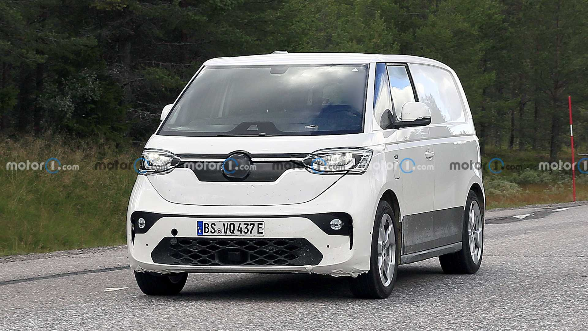The battery-powered Volkswagen ID Buzz van has once again been spotted running its pre-production tests. The premiere is expected next year, and sales in North America should begin in the second half of 2023.