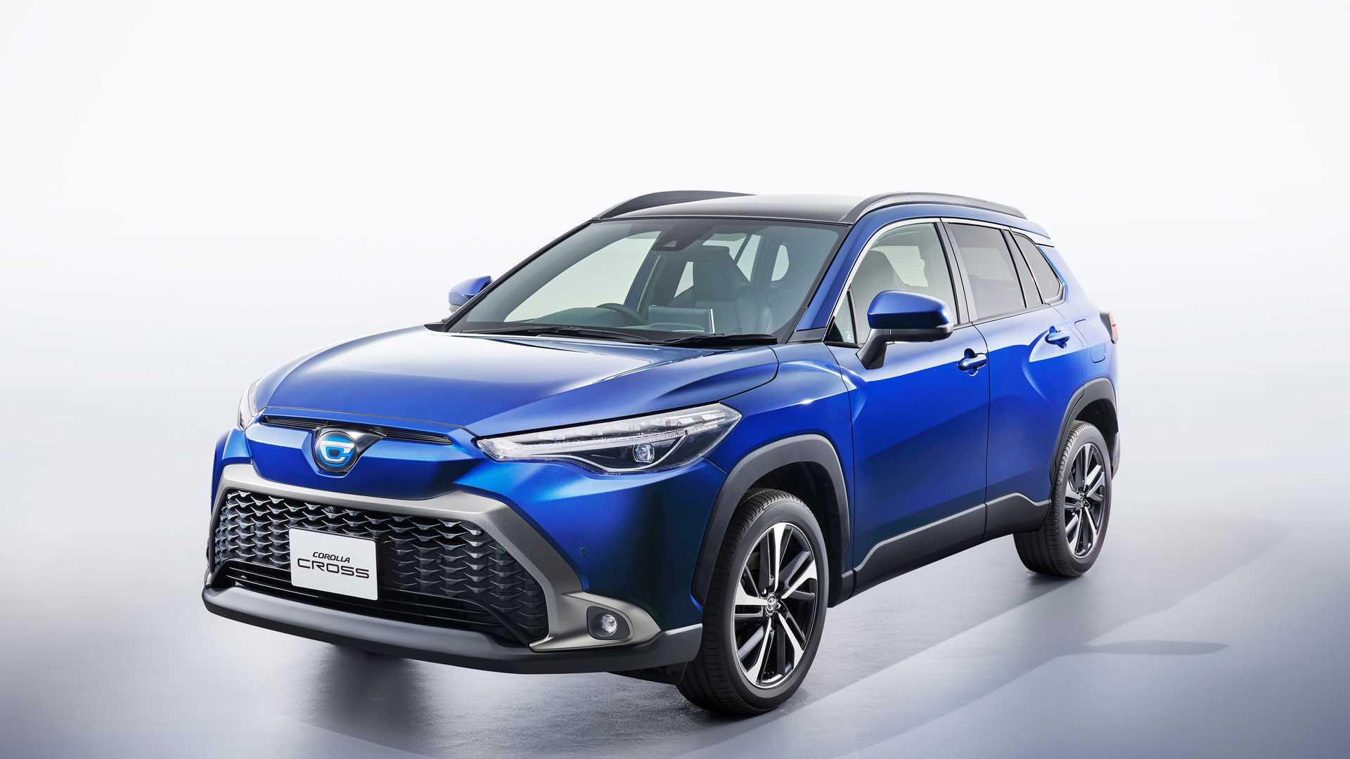 Дебютировавшая летом Toyota Corolla Cross уже продается в США, Южной Америке, Таиланде и на Тайване. В Японии же продажи стартуют только сейчас, и чтобы отличить свою версию от других рынков, компания внесла несколько корректировок.