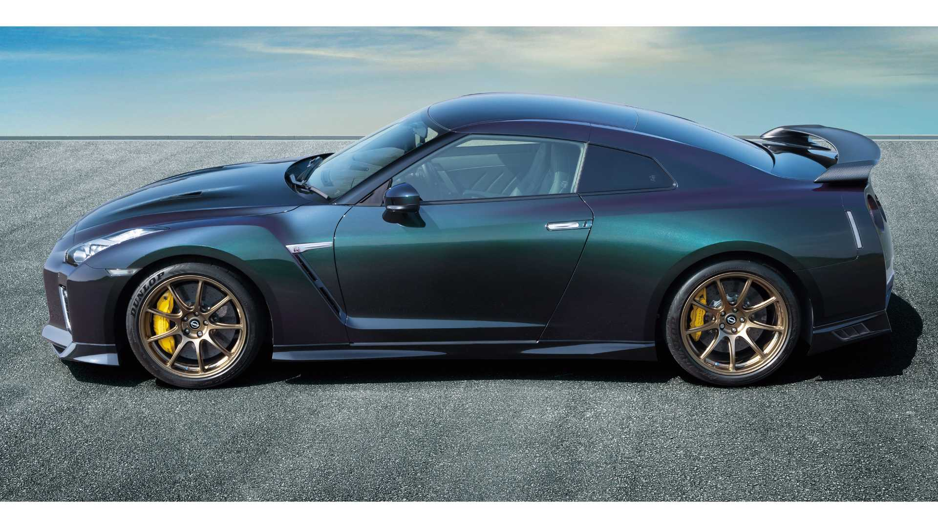 Nissan has launched a special edition of the GT-R in Japan and the United States. Dubbed the T-spec, it clearly targets the clientele familiar with the marque's history.